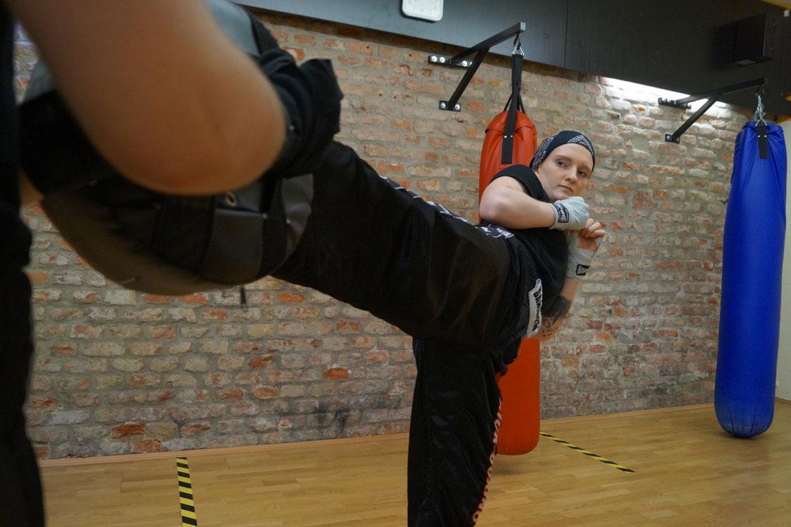Effektive Selbstverteidigung mit Kickboxen und Taekwondo