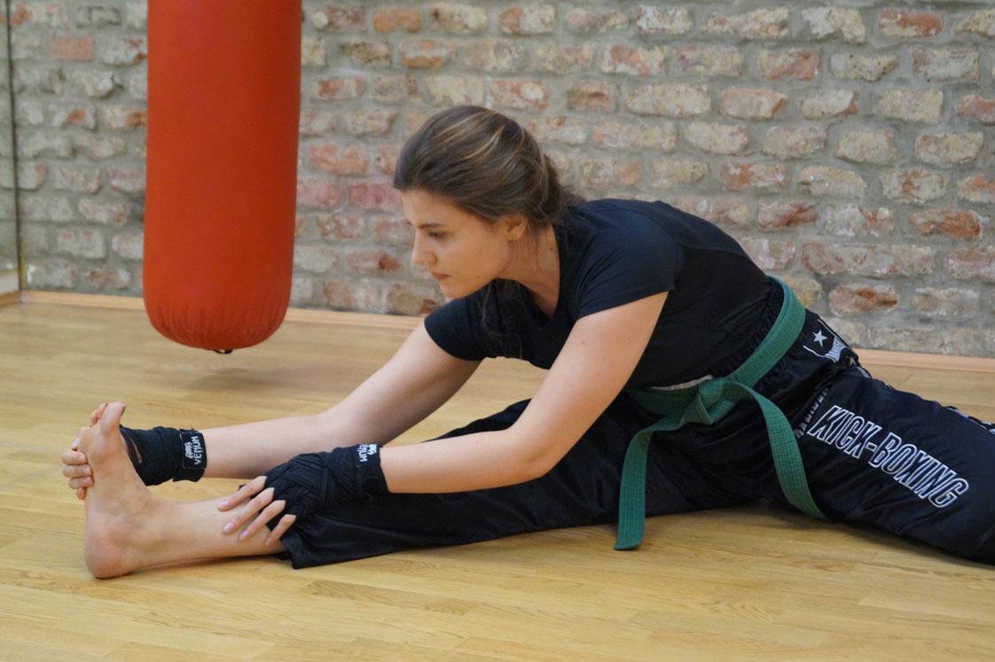 Die Dehnungsübungen sind ein wichtiger Bestandteil jedes Trainings im Kickboxen